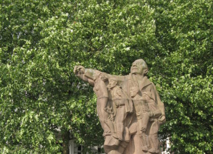 26 Standbeeld van Edward Anseele in Gent