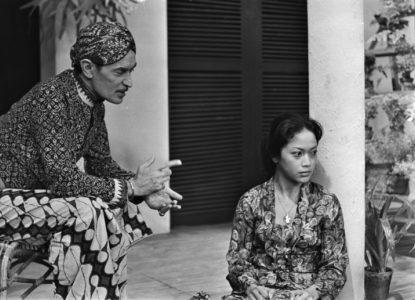 BOEKEN KUNST 1 Indra Kamadjojo op televisie