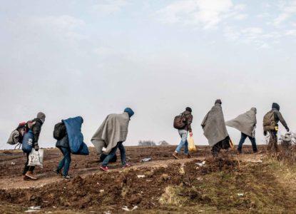 Boeken-12-vluchtelingen-te-voet-balkanroute-2016