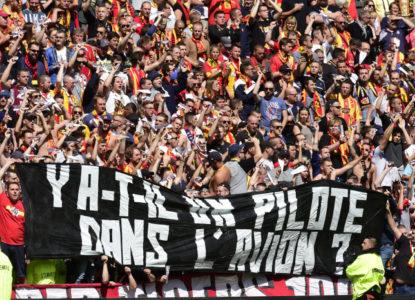 Lens-supportersprotest