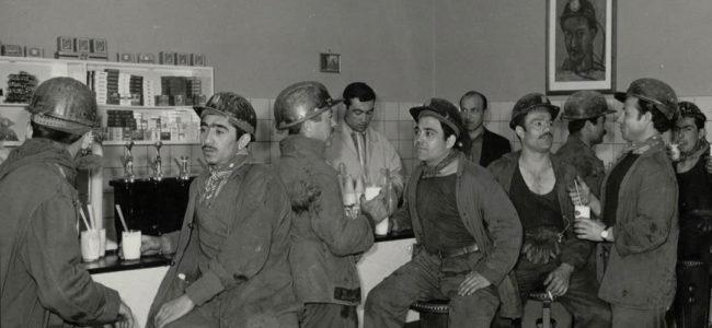 2 Gastarbeiders in een mijnwerkerscafé